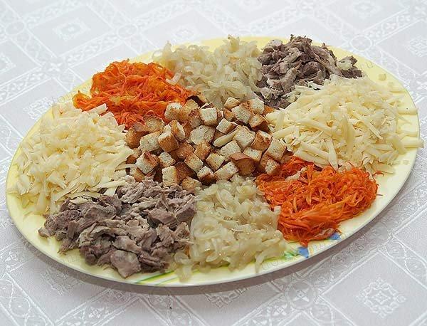 Салат горка с сухариками рецепт с