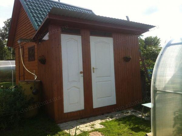 двойной дачный туалет