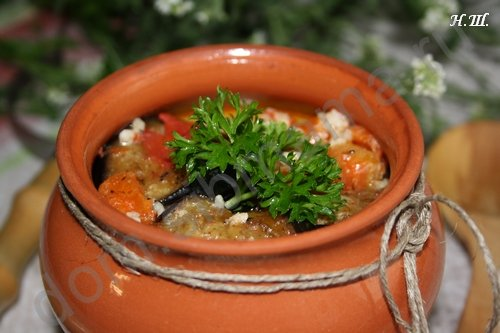 Говядина с черносливом в горшочкеы с фото