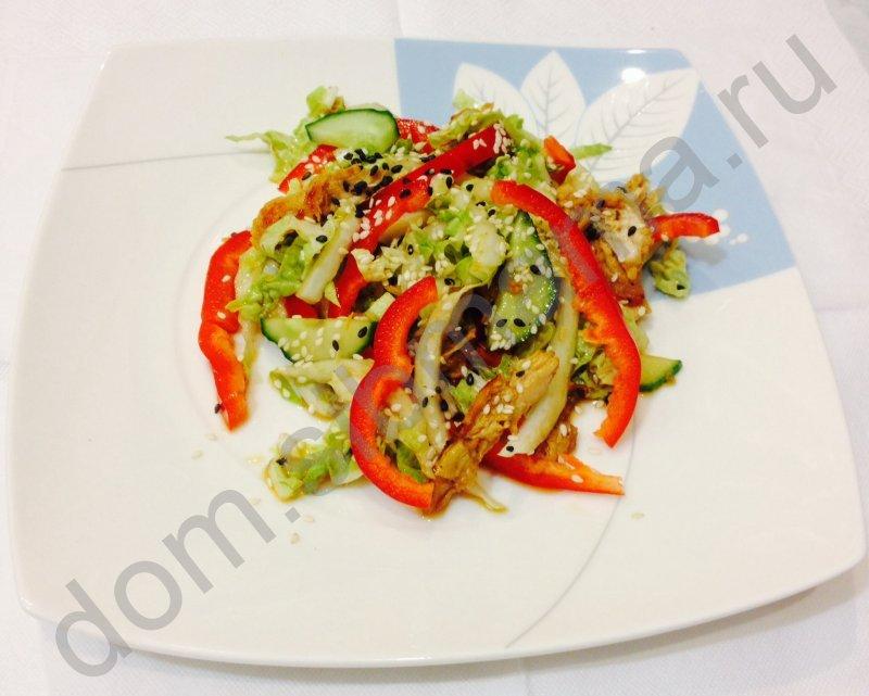 Салат с перцем болгарским курицей пекинской капустой и