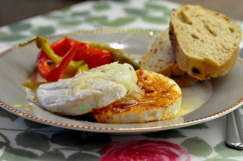 С сыром с белой плесеньюы