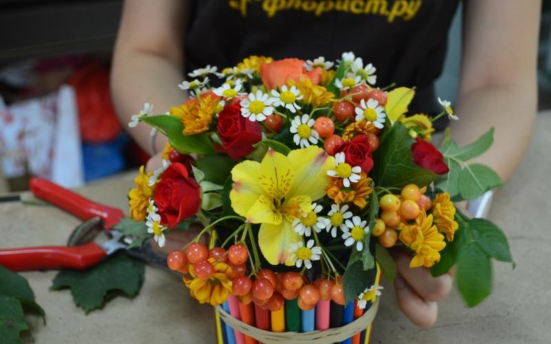 Цветы, цветы на 1 сентября в детский сад
