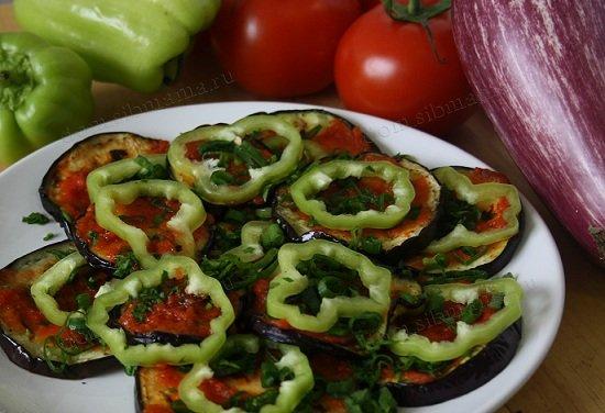Из баклажанов и помидоров салаты
